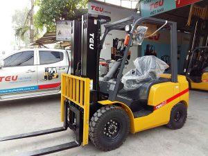Cách sử dụng xe nâng hàng 2.5 tấn