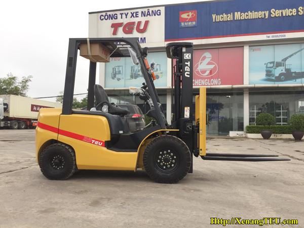 Xe nâng dầu 2.5 tấn tại Thái Nguyên giá tốt 2020